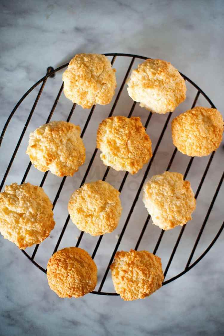 These simple keto coconut macaroons are so light and delicious. They are gluten-free and low carb! #coconutmacaroons #ketogenic #keto #lowcarb #ketomacaroons