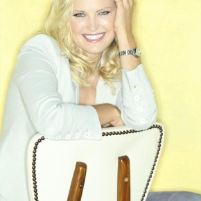 "TROPHY WIFE - ABC's ""Trophy Wife"" stars Malin Akerman as Kate. (ABC/Bob D'Amico)"
