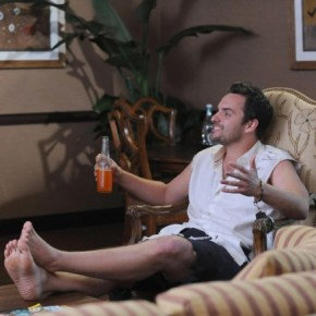"NEW GIRL:  After running away with Jess to a Mexican beach town, Nick (Jake Johnson) gets into trouble with the authorities in the ""All In"" season premiere episode of NEW GIRL airing Tuesday, Sept. 17 (9:00-9:30 PM ET/PT) on FOX. ©2013 Fox Broadcasting Co.  Cr: Ray Mickshaw/FOX"