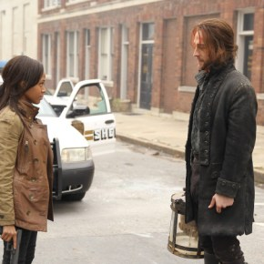 SLEEPY HOLLOW:  Lieutenant Abbie Mills (Nicole Beharie, L) and Ichabod Crane (Tom Mison, R) team up to unravel a mystery that dates back to the founding fathers in the premiere episode of SLEEPY HOLLOW premiering Monday, Sept. 16 (9:00-10:00 PM ET/PT) on FOX. ©2013 Fox Broadcasting Co. CR: Kent Smith/FOX