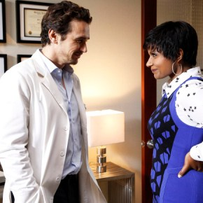 """THE MINDY PROJECT: James Franco (C) guest-stars as Dr. Paul Leotard, a charming, former model who also happens to be a sex therapist, in the """"All My Problems Solved Forever"""" season premiere episode of THE MINDY PROJECT airing Tuesday, Sept. 17 (9:30-10:00 PM ET/PT) on FOX. ©2013 Fox Broadcasting Co. Also pictured L-R: Chris Messina and Mindy Kaling. Cr: Jordin Althaus/FOX"""