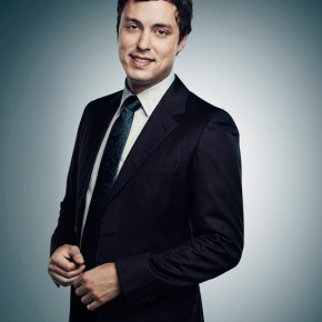 BONES:  John Francis Daley returns as Dr. Lance Sweets.  The ninth season of BONES premieres Monday, Sept. 16 (8:00-9:00 PM ET/PT) on FOX.