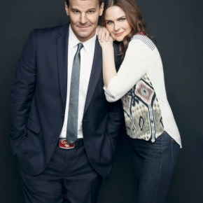 BONES:  Emily Deschanel returns as Dr. Temperance Brennan (R) and David Boreanaz returns as Special Agent Seeley Booth (L).  The ninth season of BONES premieres Monday, Sept. 16 (8:00-9:00 PM ET/PT) on FOX. ©2013 Fox Broadcasting Co.  Cr:  Jeff Lipsky/FOX