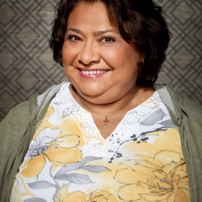 DADS: Tonita Castro as Edna. The new FOX comedy DADS premieres Tuesday, Sept. 17 (8:00-8:30 PM ET/PT) on FOX. ©2013 Fox Broadcasting Co. Cr: Joseph Llanes/FOX