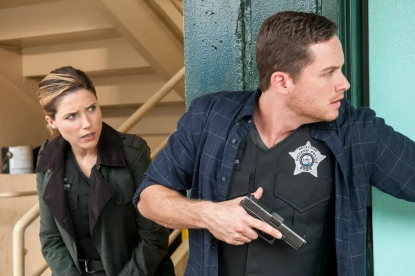 "CHICAGO P.D. -- ""Climbing Into Bed"" Episode 305 -- Pictured: (l-r) Sophia Bush as Erin Lindsay, Jesse Lee Soffer as Jay Halstead -- (Photo by: Matt Dinerstein/NBC)"