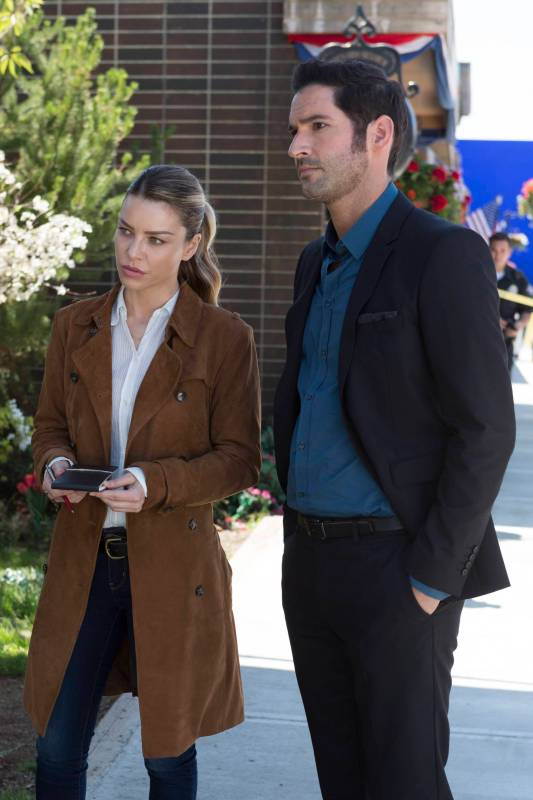 LUCIFER: L-R: Lauren German and Tom Ellis in ÒEverythingÕs Coming Up LuciferÓ season premiere episode of LUCIFER airing Monday, Sept. 19 (9:01-10:00 PM ET/PT) on FOX ©2016 Fox Broadcasting Co. Cr: Michael Courtney/FOX.