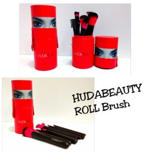 Huda Beauty Roll Brush in PakistanHuda Beauty Roll Brush in Pakistan