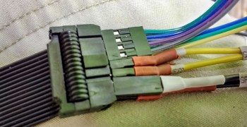 Photo of the ribbon cable connector
