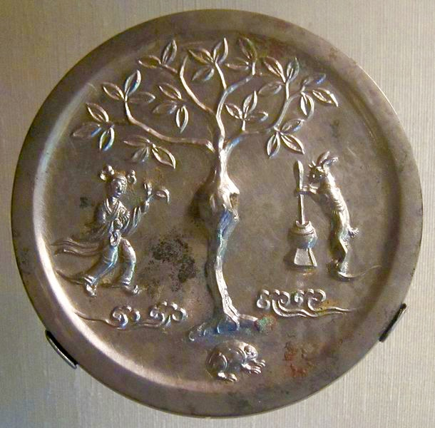 Tang Dynasty bronze Chinese moon goddess mirror. CC Hiart, 2011