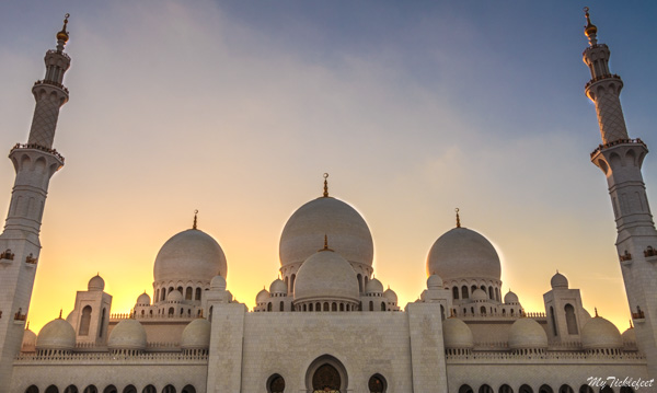 Best time to go to the Grand Mosque in Abu Dhabi is around sunset