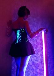Rave-korsett med detaljer som lyser i mörker och uv-ljus.