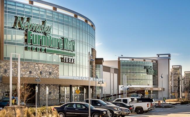 Nebraska Furniture Mart Finds Value In Beacons
