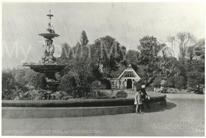 Albert Park fountain (1900)