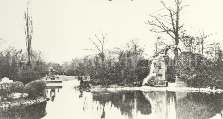 Albert Park - Cannon Lake - Sebastopol Cannon and Priory Arch, 1904