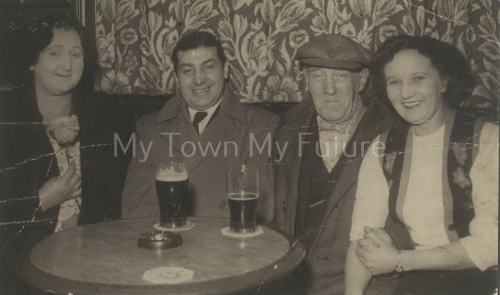 5709-Slaters Arms_1957