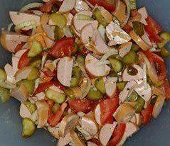 Bayerischer Wurstsalat mit Tomaten und Gurke