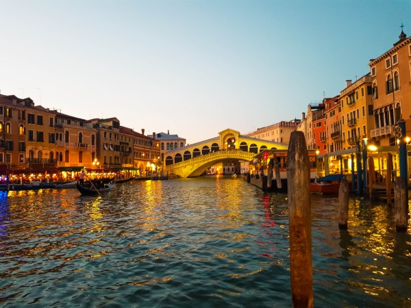Survive Venice on a Budget - Rialto Bridge