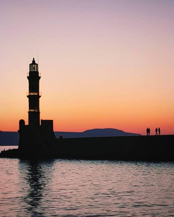5 breathtaking places in Crete to put on your bucket list - Chania old Venetian Harbour