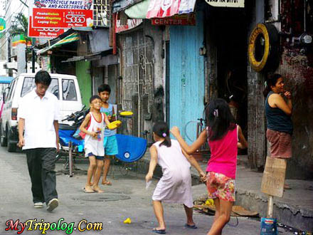 children playing on manila streets,street,manila,children,philippines