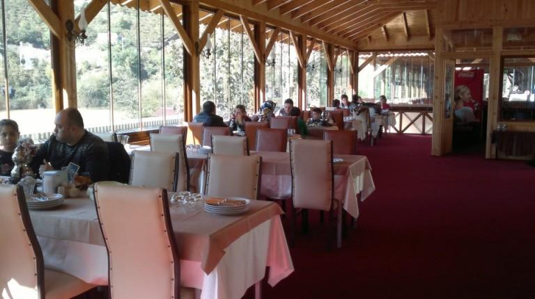 مطعم-حسين-اوسطا-بحيرة-سيرا-جول-768x430
