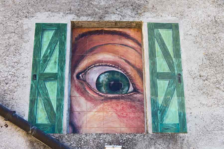 dipinto su parete a Torre Alfina