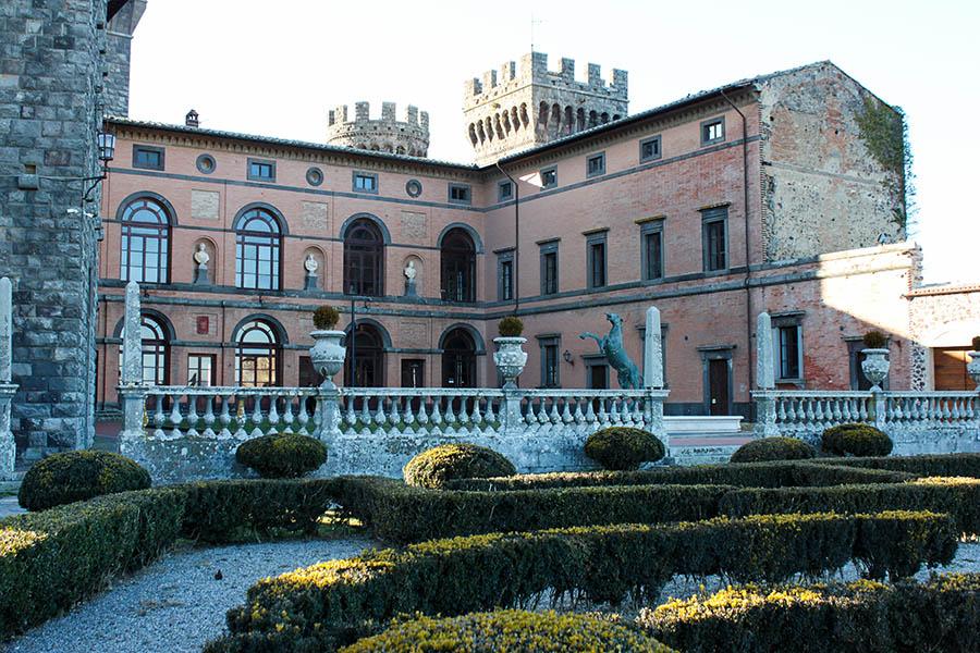 castello di Torre Alfina esterno