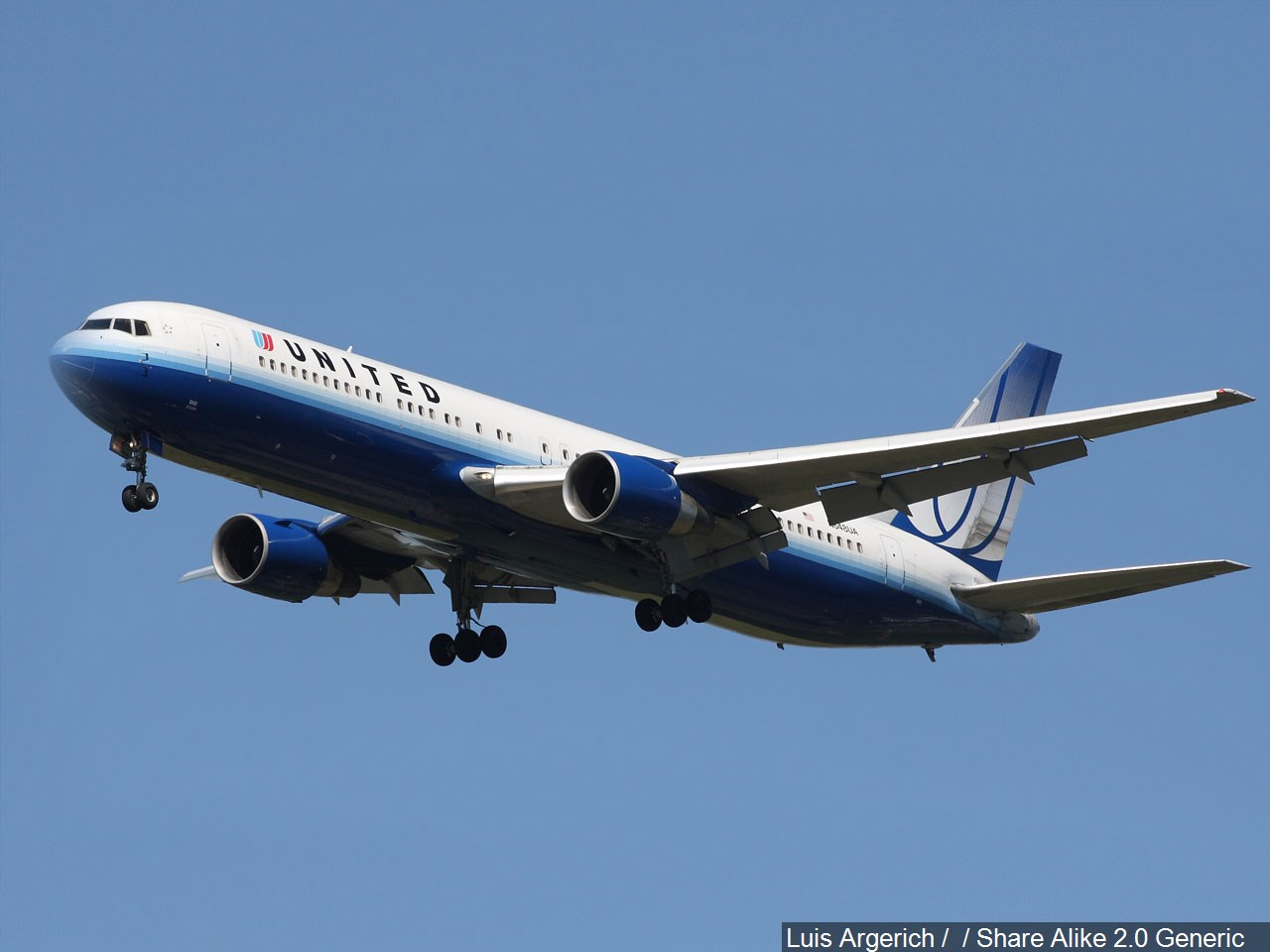 UNITED AIRLINES.jpg CREDITS_1490634611721.jpg