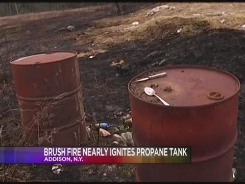Brush_Fire_Nearly_Ignites_Propane_Tank_0_20171204225812