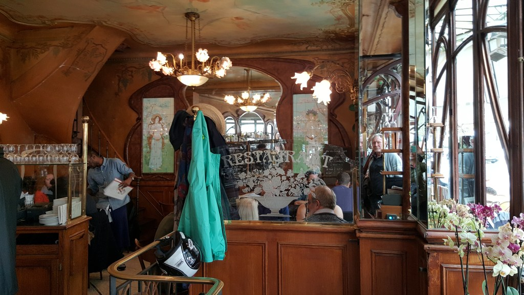 Bastille, Bistro des Peintres, bistro, Paris, France, old neighborhood, haunt, neighborhood, district, art-deco, interior