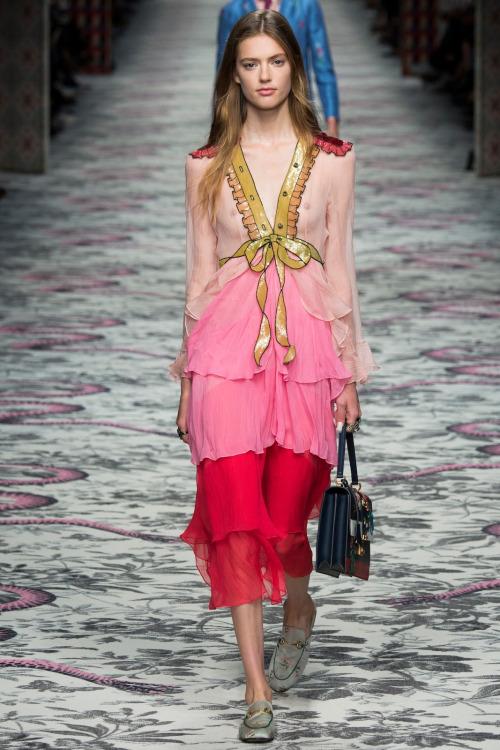 Non è passato neppure un anno dal debutto in passerella della sua prima  collezione per Gucci e Alessandro Michele e6616ef9bb6d
