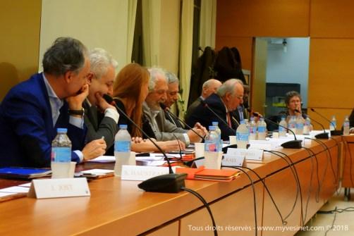Conseil municipal extraordinaire au Vésinet, et maintenant, au