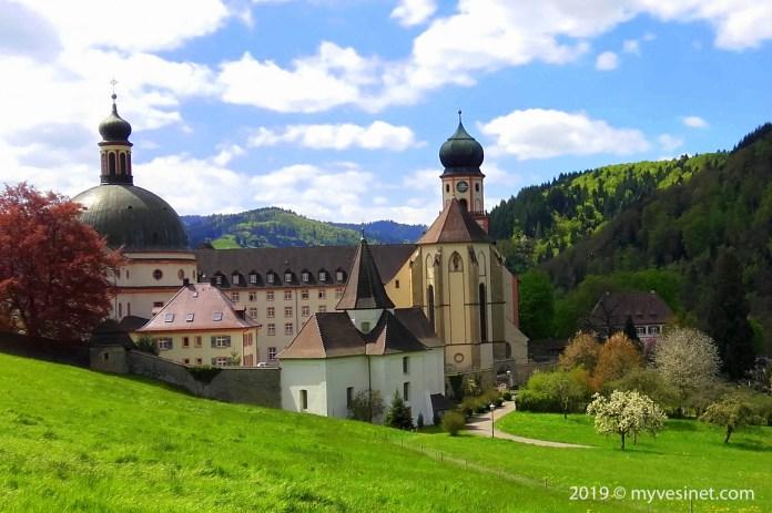 Sankt Trudpert : à quelques kilomètres de Staufen par la route Münstertal, un site incontournable, avec une imposante abbaye baroque.