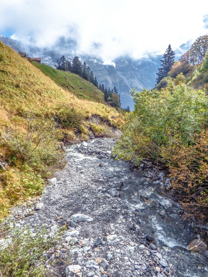 Gimmelwald, Switzerland | Hiking in the Swiss Alps | Murren | mountains | cows | Where is gimmelwald? | Where to stay in Gimmelwald | Hiking trails |