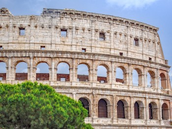 Day one of 2 days in Rome, Italy // History in a Hurry! Exploring the best Roman highlights including: Vatican museums, the Sistine Chapel, St. Peter's Basilica, the Colosseum, the Roman Forum, Palatine Hill, and the biggest cappuccino you've ever seen.