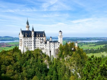 10 Crucial Tips to Visit Neuschwanstein Castle Skillfully and Worry-Free | Tips for visiting Neuschwanstein Castle in Bavaria, Germany | Neuschwanstein Castle tour tickets #hohenschwangau #neuschwanstein #castle #bavaria #germany #mywanderlustylife