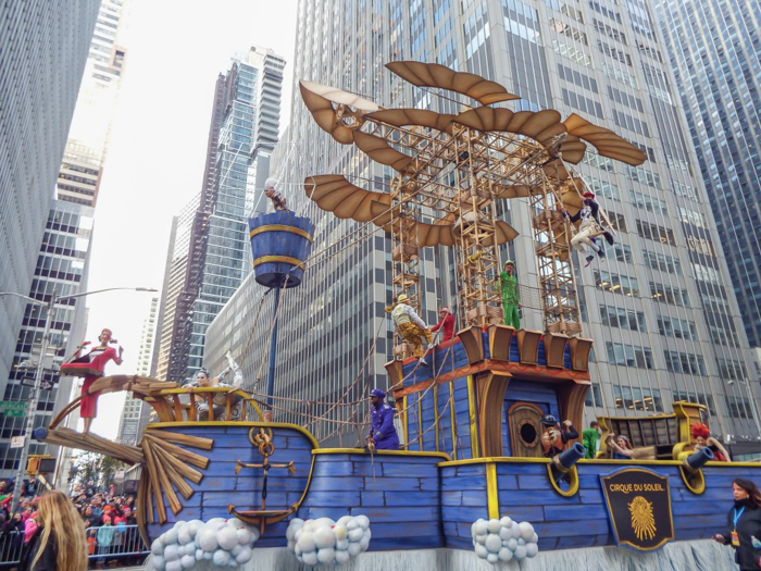Do This, Not That // Macy's Thanksgiving Day Parade | Cirque du Soleil float at the Macy's Thanksgiving Day Parade in New York City