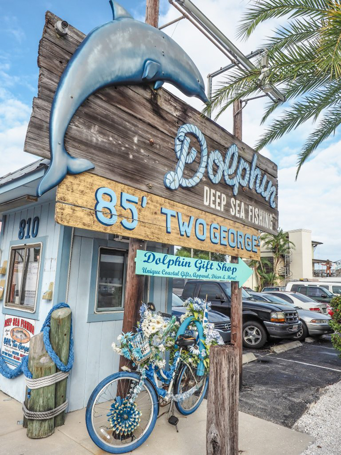 Greeking out at the Tarpon Springs Sponge Docks | What to do in the Tampa Bay area | Greek community | Greek food | Sponge capital of the world | dolphin tours
