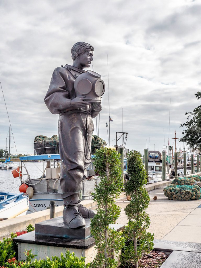 Greeking out at the Tarpon Springs Sponge Docks | What to do in the Tampa Bay area | Greek community | Greek food | Sponge capital of the world | scuba diver statue
