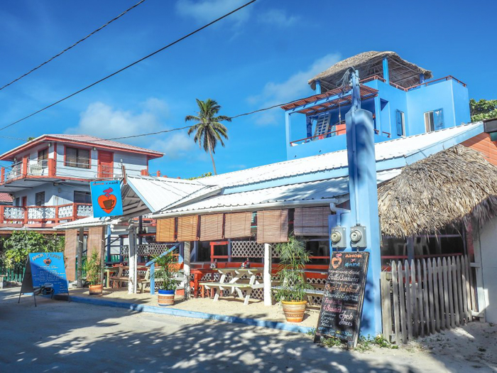 3 days in caye caulker, belize // where not to eat, amor y cafe