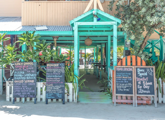 3 days in caye caulker, belize // where to eat, brisas del mar