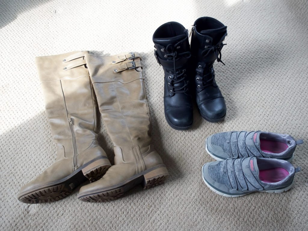 what to pack for London and Paris in the winter (for real people) // shoes and boots