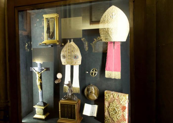3 days in Paris, France | Paris Museum Pass | Paris Passlib' | Paris Visite | Notre Dame Cathedral | Treasury mitre