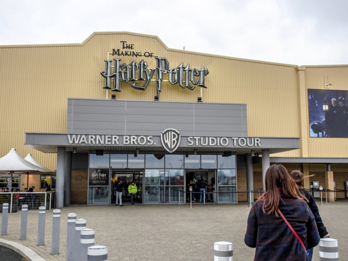 Do This, Not That // Harry Potter Studio Tour | Leavesden, London, UK | Harry Potter film studio and set | Things to do in London | What to do in London | What to see in London | Exterior