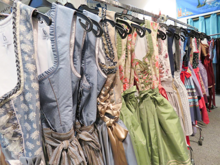 pop-up shops | Where to buy | How to Dress for Oktoberfest | what to wear | Munich, Germany | dirndl | lederhosen | trachten | beer festival | tents | costume |