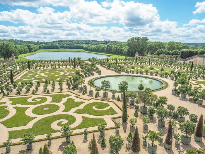 When is the best time to visit Paris, France? Here is a summer vs. winter showdown. Hotel and airfare costs and room availability   Crowds and lines at popular museums, monuments, and attractions   Weather conditions   Gardens at Versailles