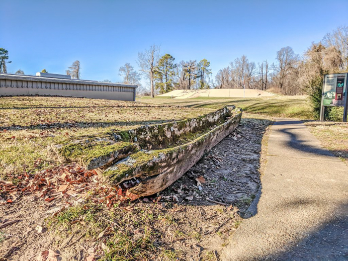 9 Reasons You Should Visit Chucalissa Indian Village | Memphis, Tennessee | West Tennessee Historic Landmark | History museum | Native American, American Indian historical site | Chickasaw, Choctaw, Cherokee, Quapaw, Mississippian culture | Earthen Mound complex | canoe