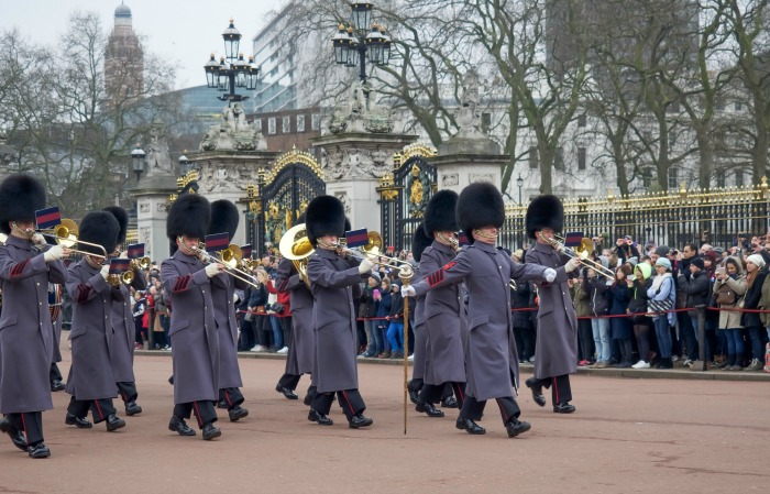 The Best 5-day London Itinerary for First-Time Visitors | London, England, United Kingdom | Changing of the Guard ceremony at Buckingham Palace