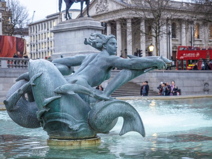 The Best 5-day London Itinerary for First-Time Visitors | London, England, United Kingdom | Fountain at Trafalgar Square