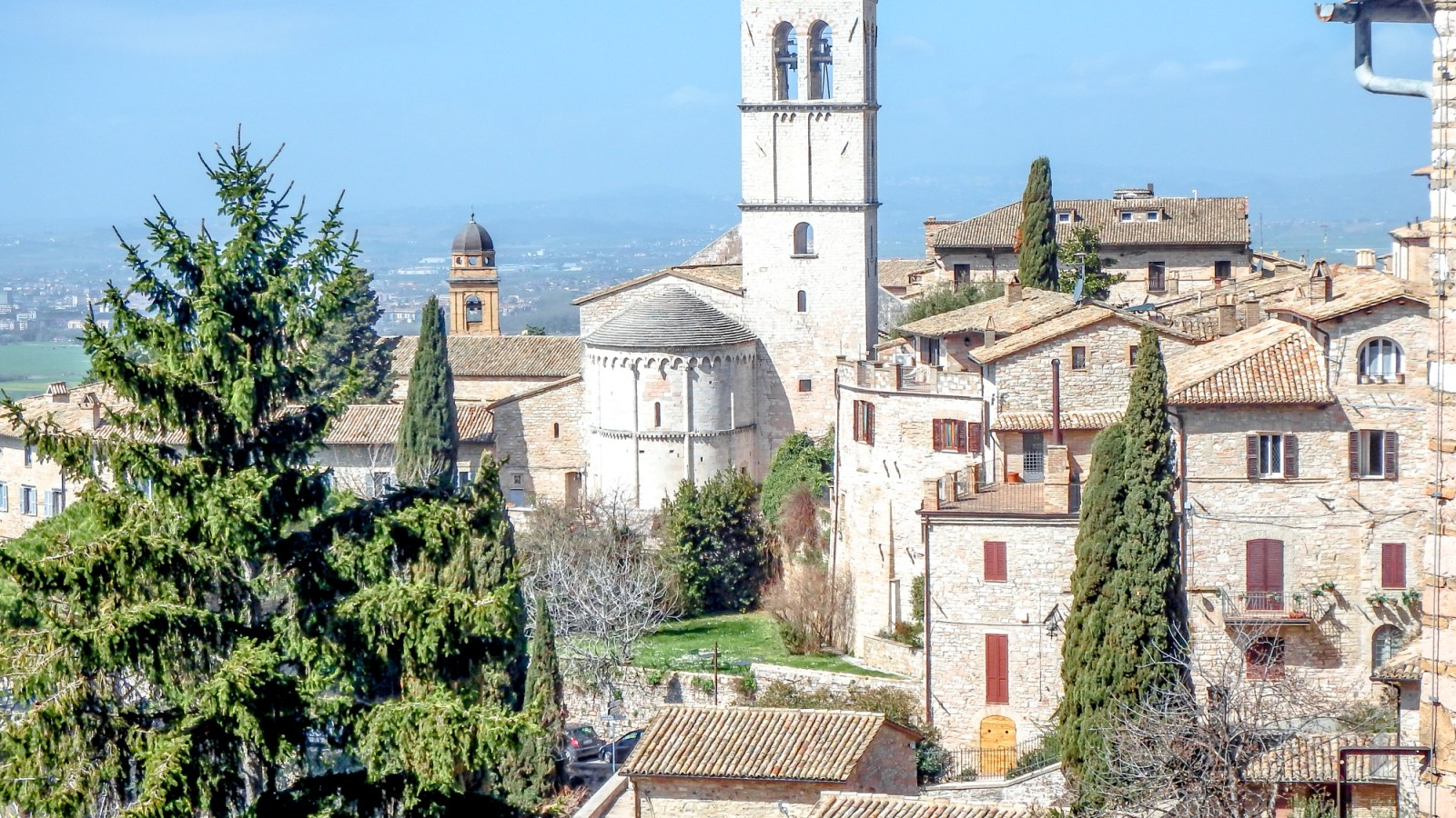 Day trip to Assisi, Italy in the beautiful Umbria region | Italian day trips, #traveltips #traveladvice #italy #stfrancis #assisi #umbria #daytrips