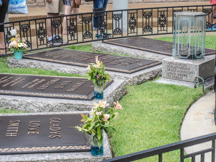 Graves | 13 Reasons to Visit Graceland in Memphis, Tennessee even if you're not an Elvis Presley fan #Elvis #Graceland #Memphis #traveltips